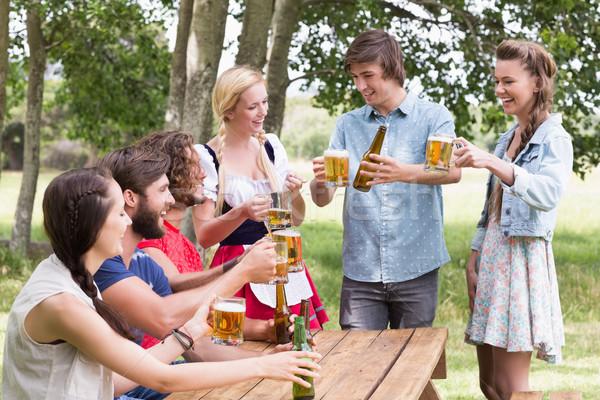 グループ 友達 祝う オクトーバーフェスト 女性 ストックフォト © wavebreak_media