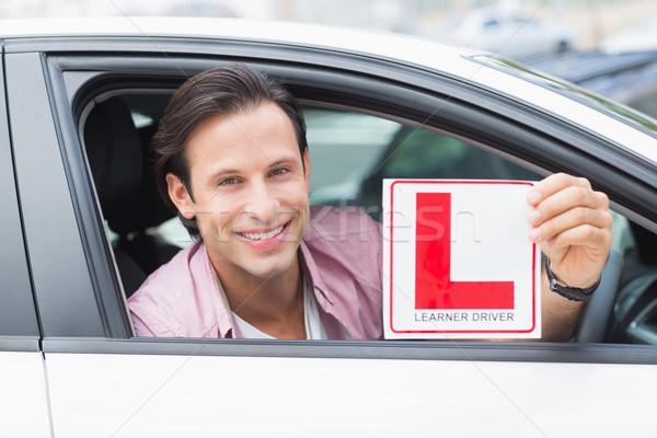 Tanulóvezető mosolyog tart tányér autó férfi Stock fotó © wavebreak_media