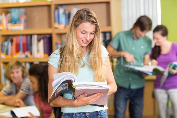 Kolegium studentów praca domowa biblioteki grupy książek Zdjęcia stock © wavebreak_media