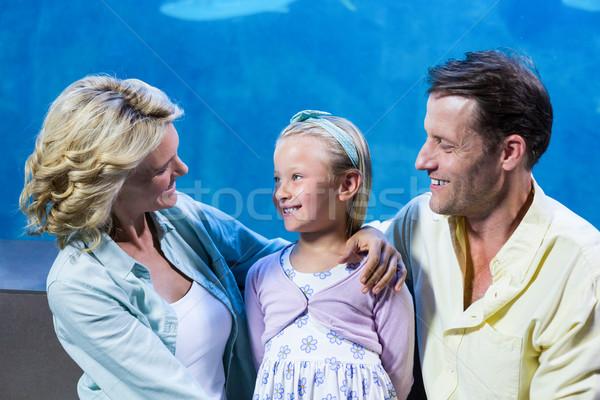 Boldog család áll vmi mellett hal tank akvárium Stock fotó © wavebreak_media