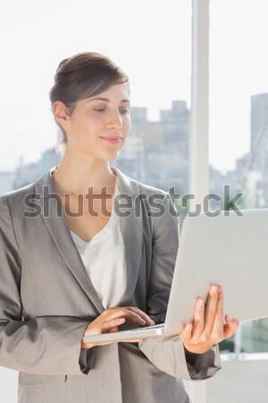 Mujer de negocios escrito diario oficina jóvenes mujer Foto stock © wavebreak_media