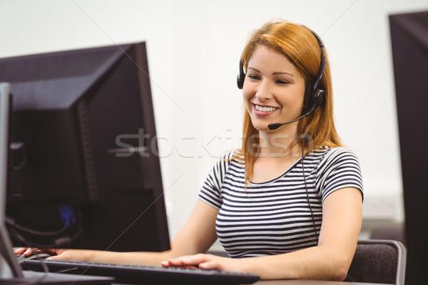 Student vergadering computerruimte hoofdtelefoon universiteit Stockfoto © wavebreak_media