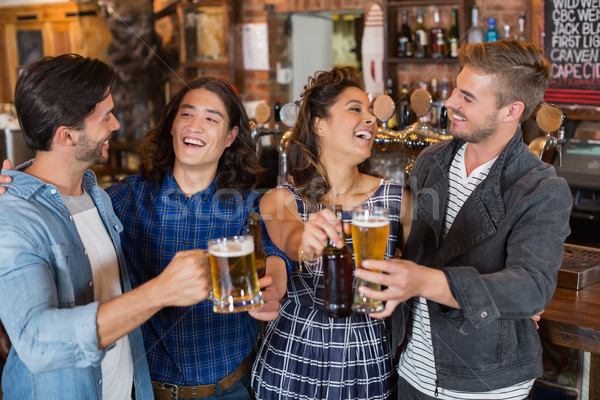Vrolijk vrienden genieten pub bier bril Stockfoto © wavebreak_media