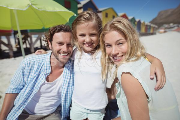 Retrato sorridente família praia mulher Foto stock © wavebreak_media