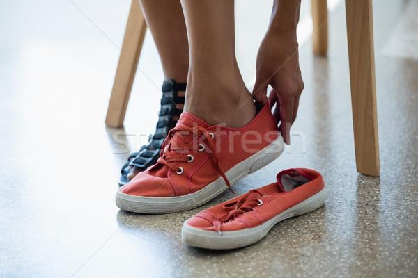 Alacsony részleg nő visel vászon cipők Stock fotó © wavebreak_media