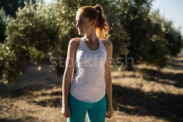 笑みを浮かべて 若い女性 立って フィールド ファーム ストックフォト © wavebreak_media