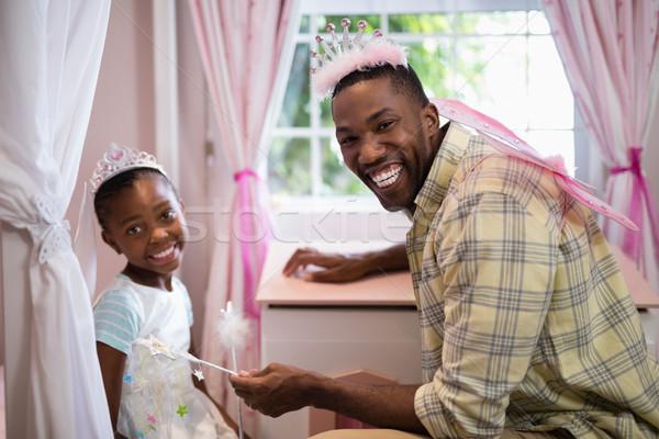 Felice padre figlia indossare costume ali Foto d'archivio © wavebreak_media