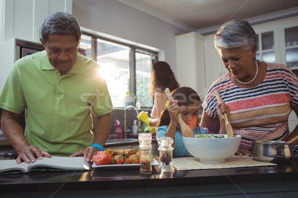 Boldog család ételt készít konyha otthon lány étel Stock fotó © wavebreak_media