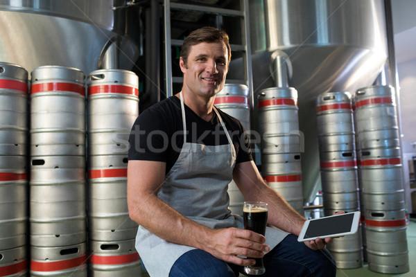 Portret werknemer tablet bier magazijn Stockfoto © wavebreak_media