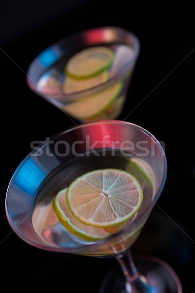 Cóctel martini aceitunas cal mesa primer plano Foto stock © wavebreak_media