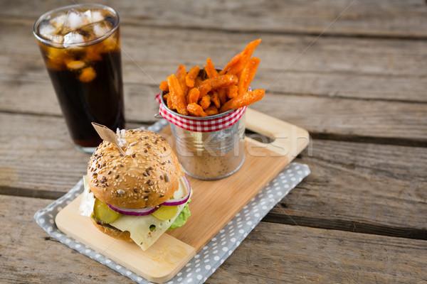 Burger tabla de cortar beber vista Foto stock © wavebreak_media
