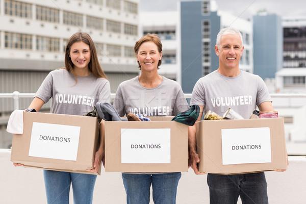 Mosolyog önkéntesek tart adomány dobozok portré Stock fotó © wavebreak_media