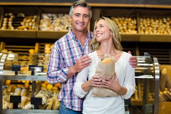 Mosolyog pár tart kenyér papírzacskó áruház Stock fotó © wavebreak_media
