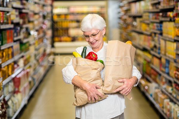 Portret glimlachend senior vrouw kruidenier zakken Stockfoto © wavebreak_media