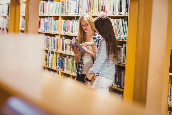довольно молодые студентов таблетка библиотека Сток-фото © wavebreak_media