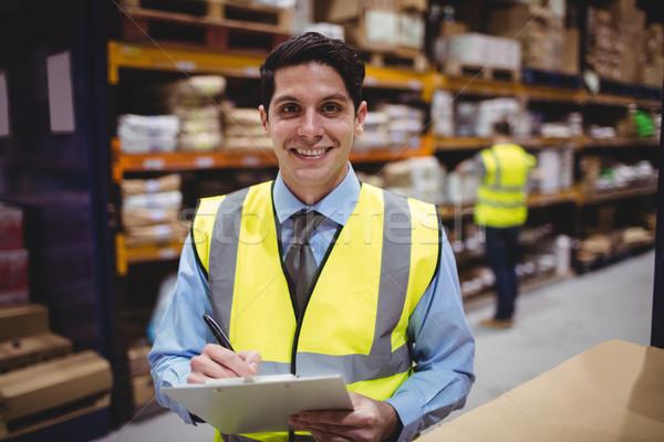 Glimlachend magazijn manager schrijven man Stockfoto © wavebreak_media