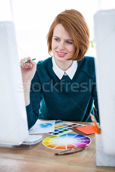 Sorridente fotógrafo olhando cor sessão Foto stock © wavebreak_media