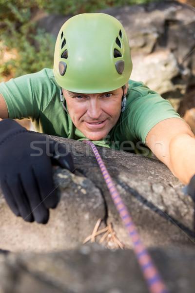Közelkép férfi hegymászás természet fa zöld Stock fotó © wavebreak_media