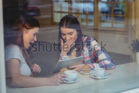 Gelukkig vrienden coffeeshop jonge vrouwelijke Stockfoto © wavebreak_media