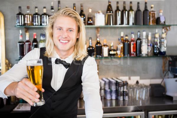 Garson cam bira bar karşı Stok fotoğraf © wavebreak_media