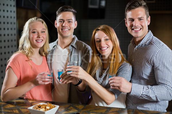Groep vrienden permanente bar counter tequila Stockfoto © wavebreak_media