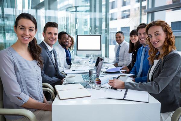 Gens d'affaires regarder écran vidéo conférence salle de conférence Photo stock © wavebreak_media