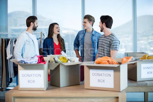 Twórczej zespół firmy mówić darowizna polu biuro Zdjęcia stock © wavebreak_media