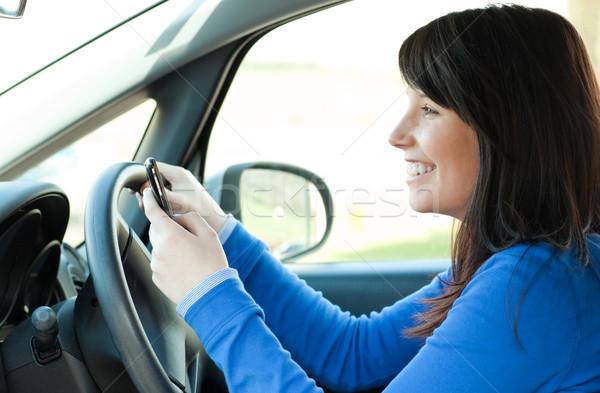 Gülen genç kız cep telefonu sürücü esmer telefon Stok fotoğraf © wavebreak_media