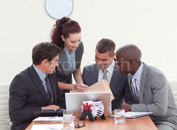 Geschäftsleute Sitzung sprechen Sekretär drei Computer Stock foto © wavebreak_media
