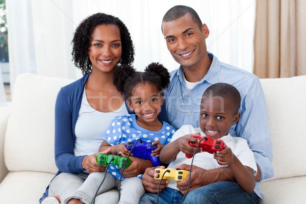 улыбаясь семьи играет Видеоигры диван женщину Сток-фото © wavebreak_media