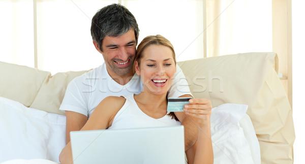 Afectuos cuplu cumpărare Internet dragoste om Imagine de stoc © wavebreak_media