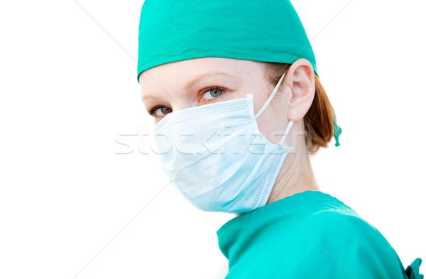 Charyzmatyczny kobiet chirurg maska biały Zdjęcia stock © wavebreak_media