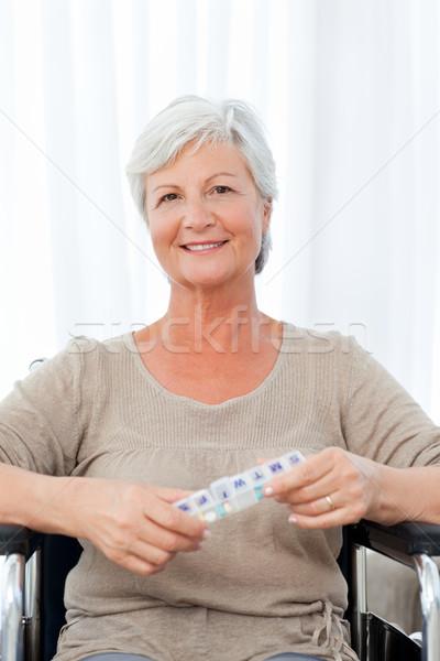 Mulher olhando câmera cadeira de rodas espaço idoso Foto stock © wavebreak_media