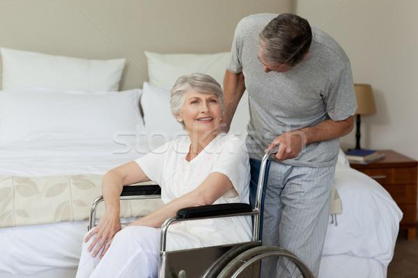 Aposentados mulher cadeira de rodas marido médico saúde Foto stock © wavebreak_media
