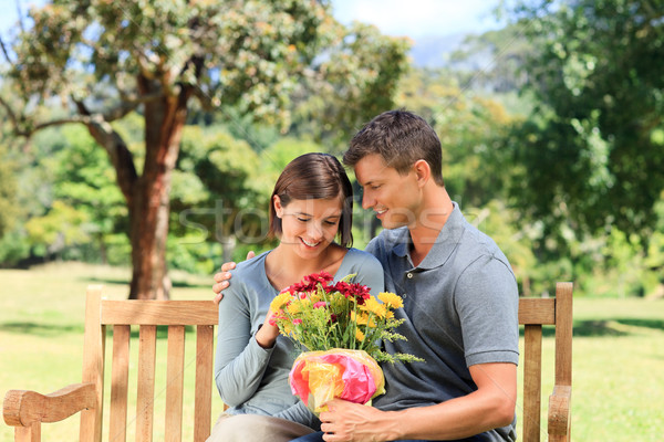 Człowiek oferowanie kwiaty sympatia kobieta lata Zdjęcia stock © wavebreak_media