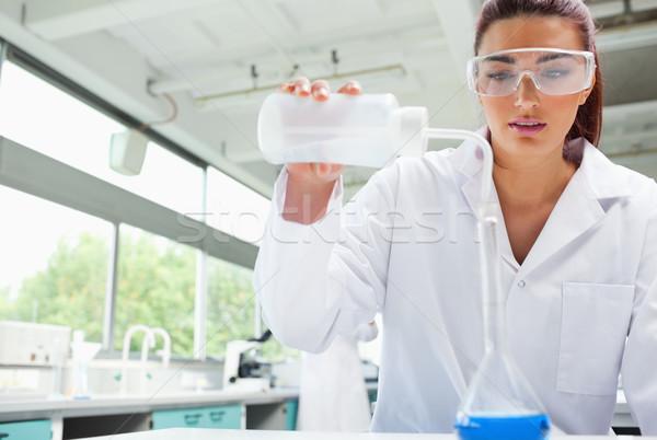 Női tudomány diák áramló folyadék laboratórium Stock fotó © wavebreak_media