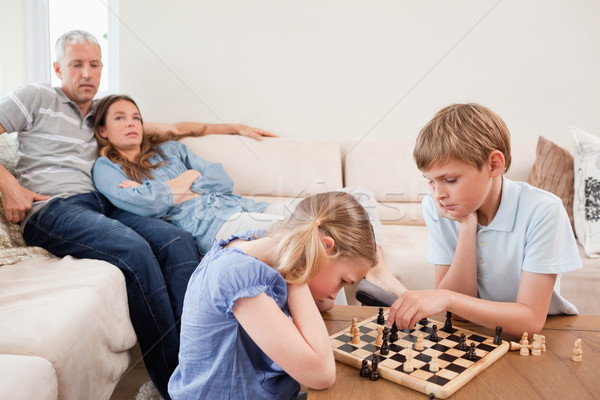 Photo stock: Enfants · jouer · échecs · parents · salon · famille