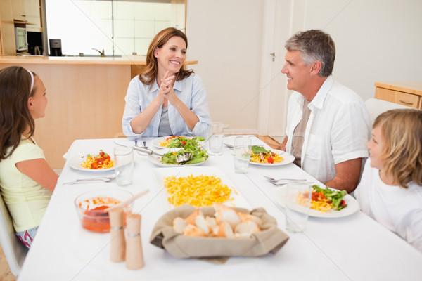 счастливая семья вместе обеденный стол улыбка мальчика улыбаясь Сток-фото © wavebreak_media