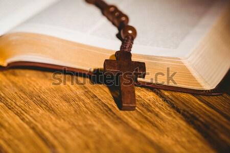 Açmak İncil haç ikon arkasında ahşap masa Stok fotoğraf © wavebreak_media