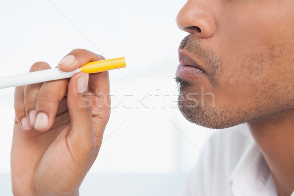 Zakenman roken elektronische sigaret kantoor professionele Stockfoto © wavebreak_media