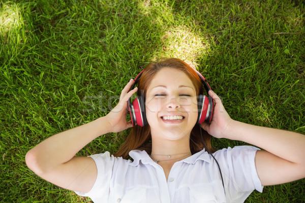 Csinos vörös hajú nő fű zenét hallgat napos idő divat Stock fotó © wavebreak_media