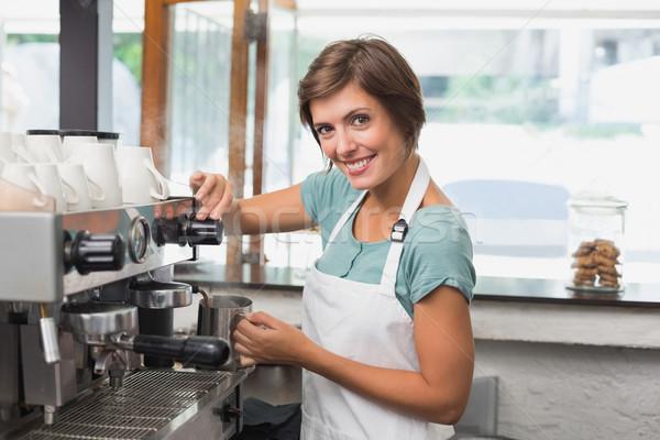 Bella barista brocca latte coffee shop Foto d'archivio © wavebreak_media