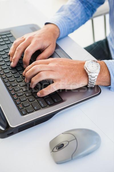 Közelkép kezek karóra gépel laptop kéz Stock fotó © wavebreak_media