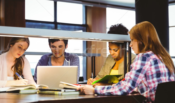 Сток-фото: студентов · столе · используя · ноутбук · библиотека · компьютер