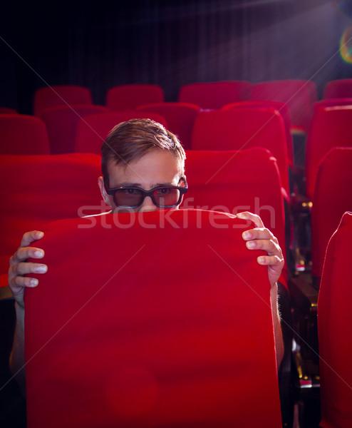 Jeune homme regarder effrayant 3D film cinéma Photo stock © wavebreak_media