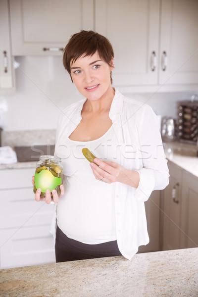 Stock fotó: Terhes · nő · eszik · bögre · savanyúság · otthon · konyha