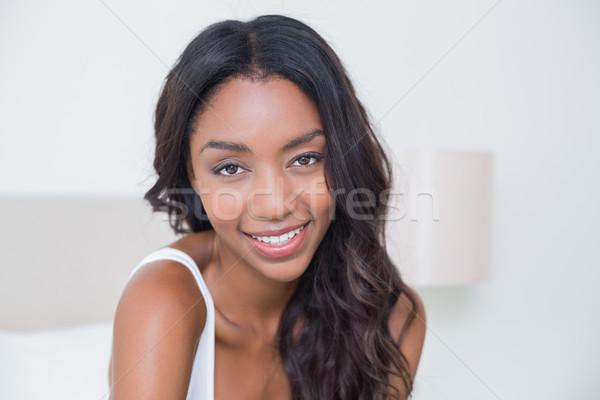 красивая женщина улыбаясь камеры домой спальня счастливым Сток-фото © wavebreak_media