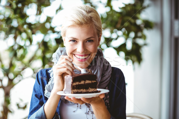 Sorridente peça bolo de chocolate retrato Foto stock © wavebreak_media