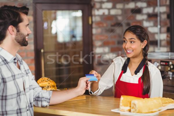 Cliente tarjeta de crédito camarera Cafetería negocios servidor Foto stock © wavebreak_media