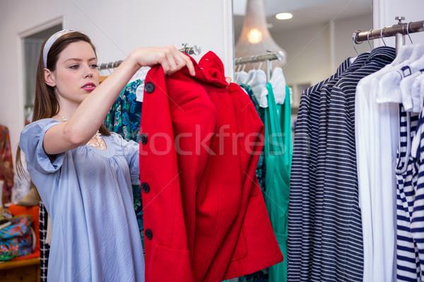 Bruna rosso cappotto moda boutique femminile Foto d'archivio © wavebreak_media